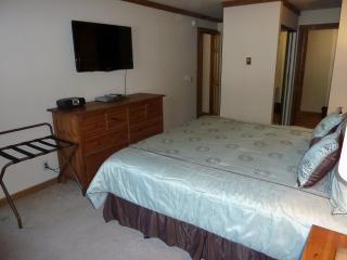 Master Bedroom, 40' tv & bureau