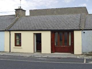 BUTTERFLY COTTAGE, pet friendly, with a garden in Miltown Malbay, County Clare, Ref 4528