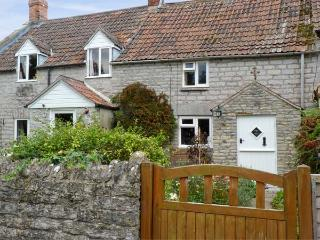WOODFORDE COTTAGE, pet friendly, character holiday cottage, with open fire in Babcary, Ref 4513, Castle Cary