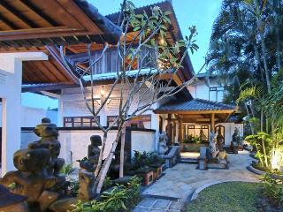Villa Asih,a sparkling jewel in Kuta-Legian (6br)