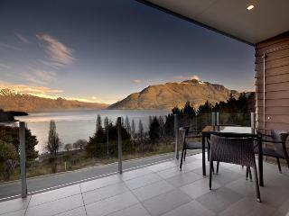 LakeRidge Queenstown - 3 bedrm lakeview apartments