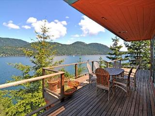 Seaside on Orcas, Private, Gorgeous Waterfront & Hot Tub!, Eastsound