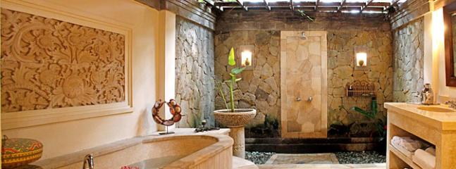 Master Bathroom Ria Sayan