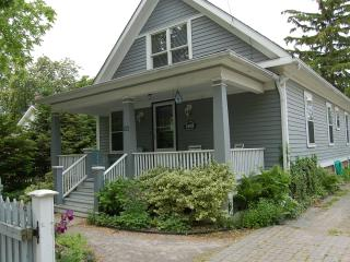 down town-new kitchen&baths-covered front veranda!, Niagara-on-the-Lake