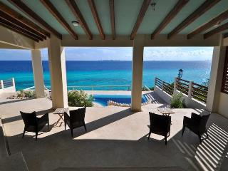 ISLAND VILLA with UNOBSTRUCTED 360 VIEWS of the CARIBBEAN OCEAN & CANCUN BAY, Isla Mujeres