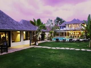 Villa Phinisi, ideal  location, relaxed luxury!, Seminyak