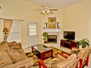 4BR/2BA w/Private Pool! One Blk to Beach! Golf Cart!, Destin