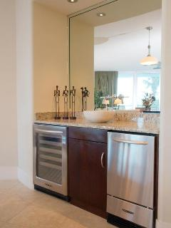 Wet Bar and Wine Cooler