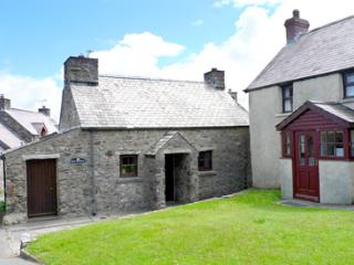 Pet Friendly Holiday Cottage - Hen Bwthyn, Mathry
