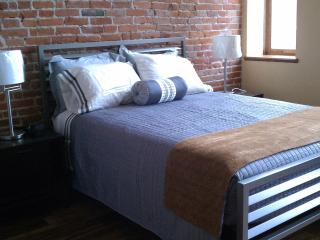 Cool Downtown Loft-Style Corporate Lodging, Hastings