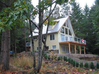 Modern, cozy cottages in a quiet, country setting, Île de Galiano