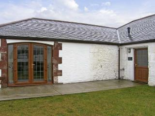 GROUSE COTTAGE, pet friendly, country holiday cottage, with a garden in Lockerbi