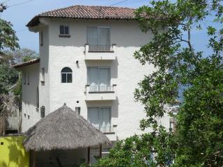 Bugambilia Blanca Vacation House and Condos