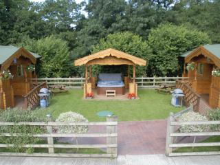 2 Bedroom self catering lodges sleeps up to six, Bath