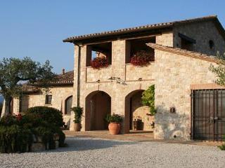 Il Casale di Mele ~ In The Heart of Umbria, Perugia