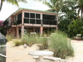La Casa Habana: Beautiful 3 BR on Gulf w Pool, Grassy Key