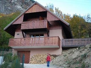 Cosy & Stylish Private Chalet with Stunning Views, Vaujany