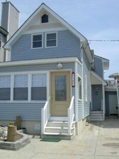 Single Family Home sleeps 10 in Ocean City, NJ