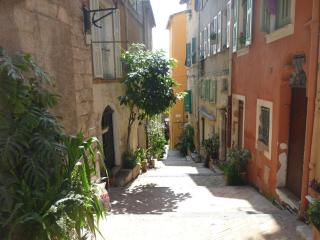Villefranche sur Mer Luxury 2 Bedroom in the Heart of the Historic Center