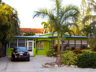 A Lime Cottage Pool beach house..Ahhh this is it!!, Bradenton Beach
