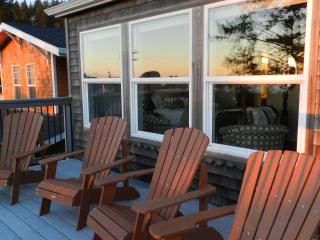 two nicely furnished decks to enjoy view and sunsets