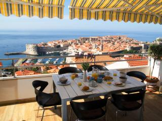 Panoramic views on the Old Town and Sea - Hot Tub!