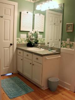 Master Full Bathroom Upstairs