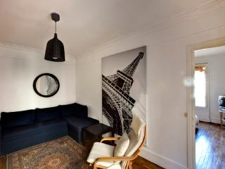 Pretty 1bdr steps from Pantheon