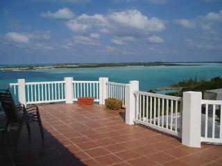 Harbour View: largest accommodation for 2 in Exuma. Opposite deserted island
