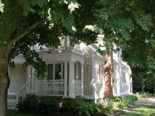Heart of old town, walk to everything, spacious, Niagara-on-the-Lake