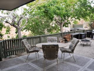 Zen House - see at JoshuaTreeGetaways.com
