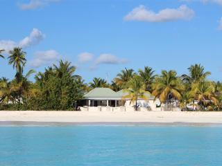 Island View Beach House - Beac, Jolly Harbour