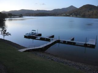 AMAZING VIEWS FROM THIS LOVELY LAKEFRONT RENTAL!, Hiawassee