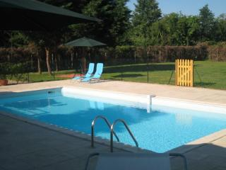 Spacious villa with private pool and tennis court, Port Sainte Foy et Ponchapt