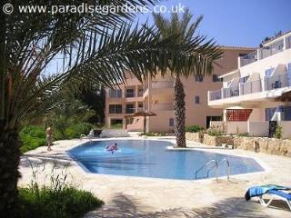 PARADISE VILLA - 3 bedroom villa overlooking pool, Pafos