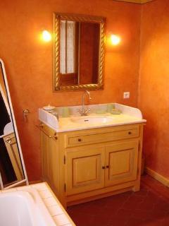 Master Bedroom: Washbasin