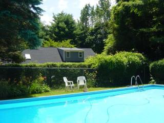 20'x40' inground private pool just for you&house with 4bedrooms, New Milford