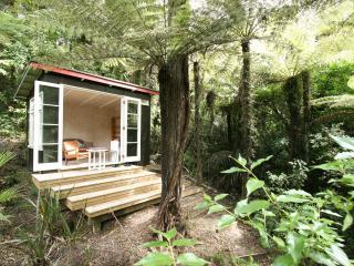 City-Bush Retreat: Self-catering private apartment