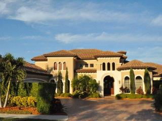4 BR - 5500 sq ft house in North Naples with golf