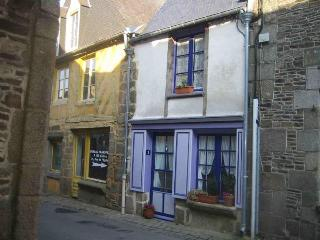Romantic Cottage Near Mont St Michel & Saint Malo, Bazouges-La-Perouse