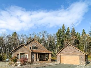 Highly Appointed ~3BD Cabin |Hot Tub,Game Rm,Pool Access| Slps 9, Book & Save, Cle Elum
