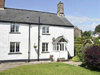 MANOR FARM COTTAGE, pet friendly, character holiday cottage, with a garden, in H