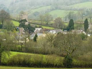 MANOR FARM COTTAGE, pet friendly, character holiday cottage, with a garden, in