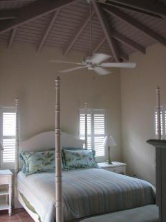Bedroom with Bermuda ceiling, fan and AC