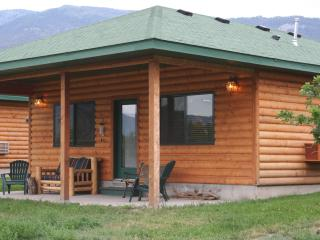 Luxurious Cabin on Yellowstone River next to Park, Gardiner