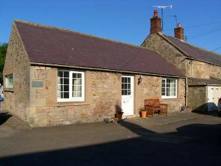 BLOOMFIELD COTTAGE, romantic, country holiday cottage, with open fire in Powburn Near Alnwick, Ref 6378