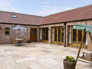 WHEELHOUSE COTTAGE, family friendly, luxury holiday cottage, with a garden in Sowerby, Thirsk, Ref 4008