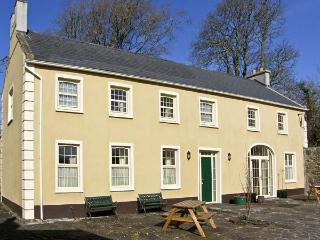 THE COACH HOUSE, pet friendly, country holiday cottage, with a garden in Corofin