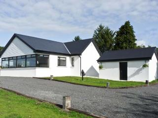 CLADDAGH COTTAGE, family friendly, country holiday cottage, with a garden in