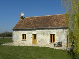 Romantic Loire Valley Cottage -1 bedroom; sleeps 4, Meigne-le-Vicomte